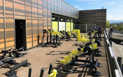 Тренажеры StreetBarbell на площадке фитнес-клуба DailyFit в Романсхорне, Швейцария